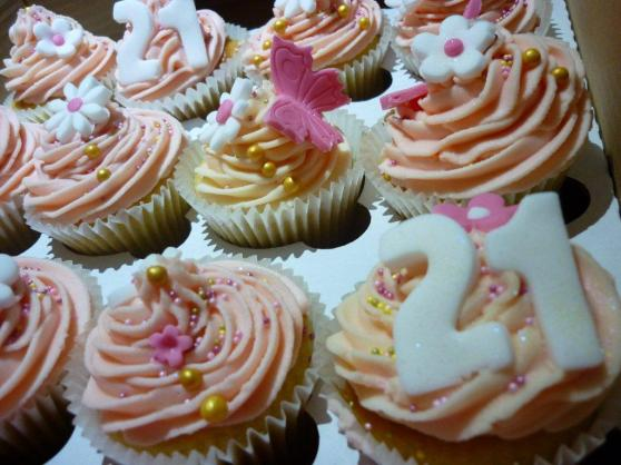 Glamourous 21st Cupcakes