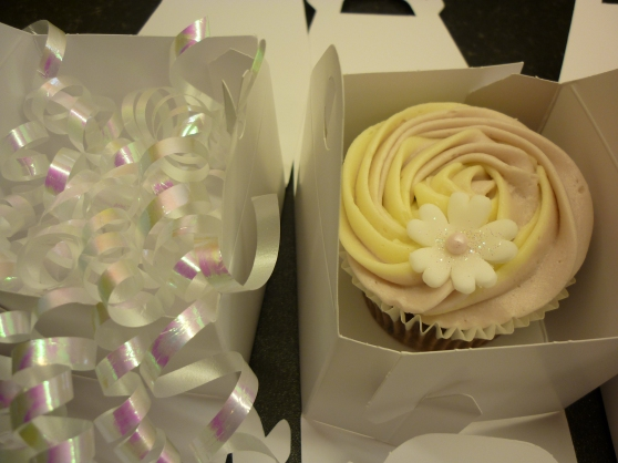 Lovely  SINGLE boxed wedding cupcakes!