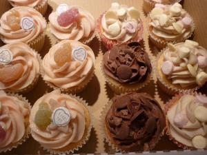 emma giant cupcake and 1st birthday 004