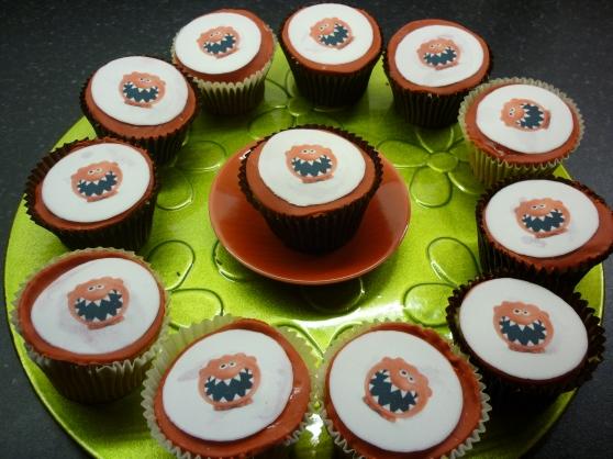 Kids make red Nose Cupcakes