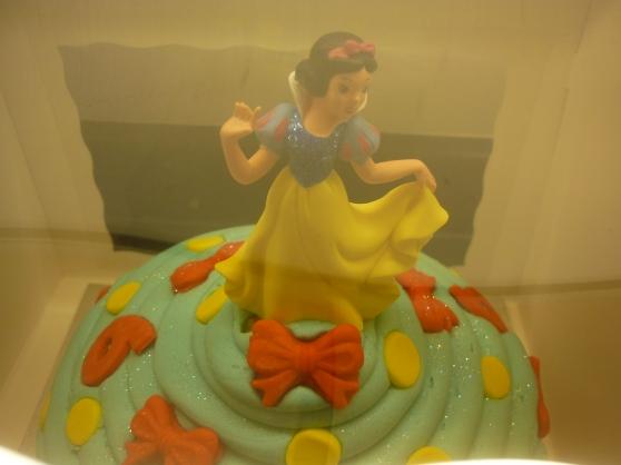 Snow White Giant Cupcake